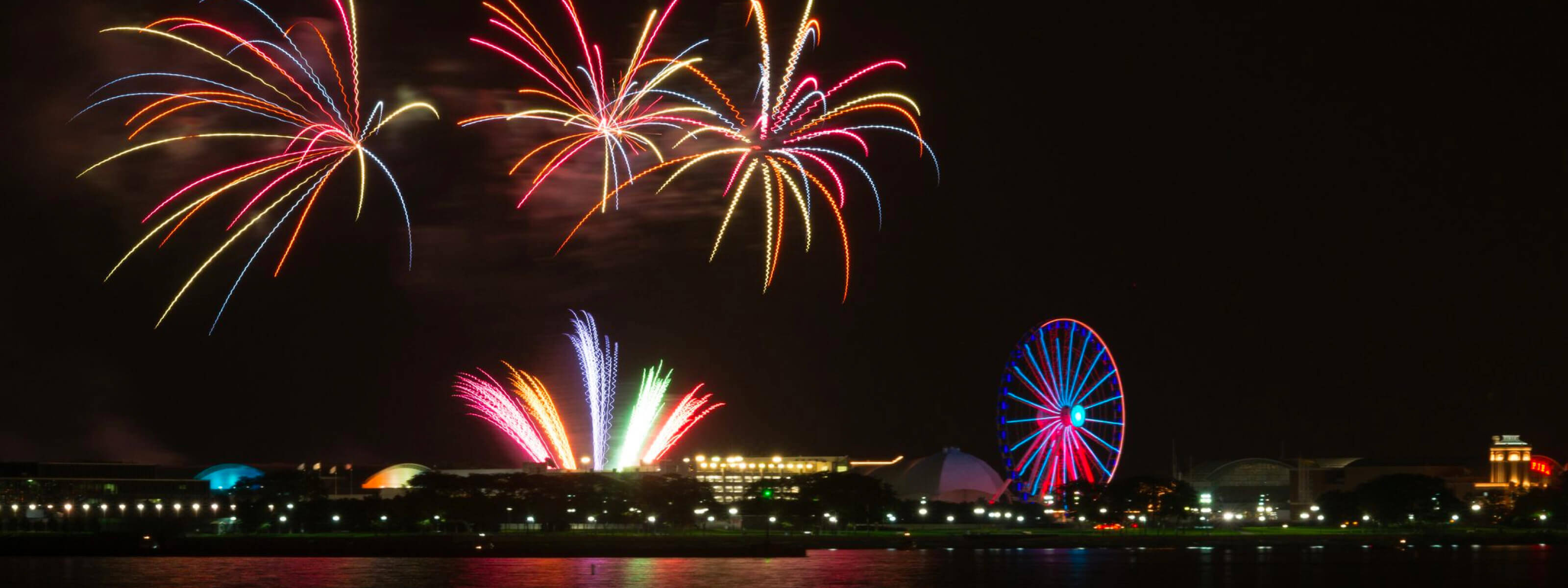 YachtLife's top Yachting Activities in Chicago - Navy Pier Fireworks